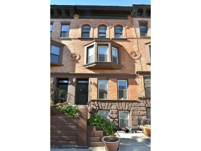 4 BR,  2.50 BTH   style home in New York