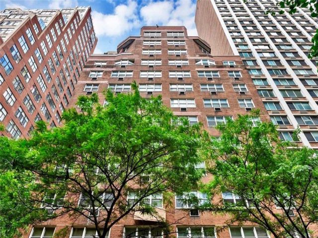 1 BR,  1.00 BTH  Co-op style home in Midtown